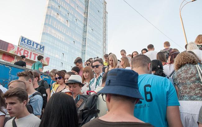Киевляне собирают подписи за прямой переход от метро к парку на ВДНГ