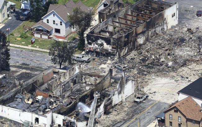 ВВисконсине при взрыве газа пострадали два пожарных иполицейский