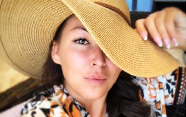 Ірина Дубцова хотіла прикрити тіло пляжним халатом для фото 22c6f8d881be5