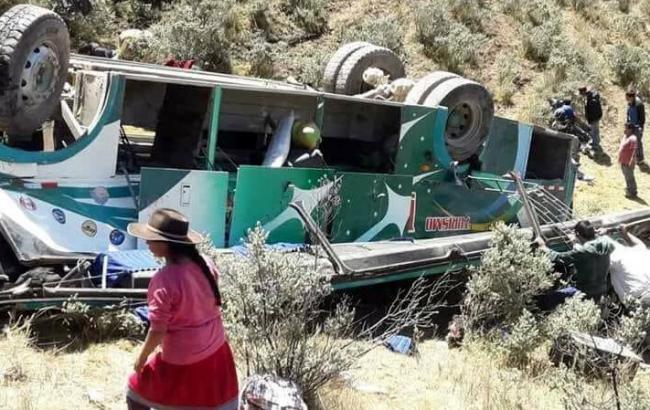 В Перу автобус впав у прірву, загинули 15 осіб