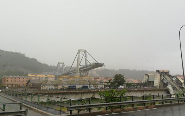 В результаті обвалу мосту в Генуї загинули близько 30 осіб, - глава МВС Італії