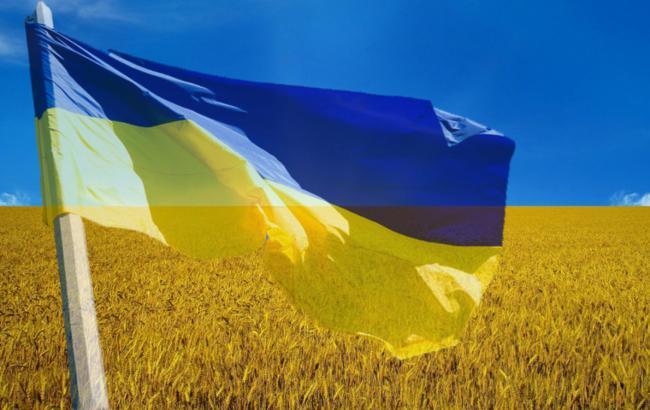 Порошенко торжественно поднял флаг Украины
