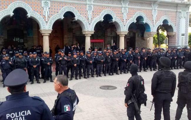 Около 200 полицейских в Мексике отстранили за связи с преступностью