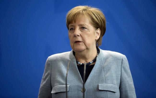 Меркель у листопаді відвідає Україну