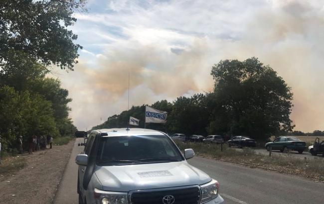 """Біля пункту пропуску """"Новотроїцьке"""" тривають вибухи"""