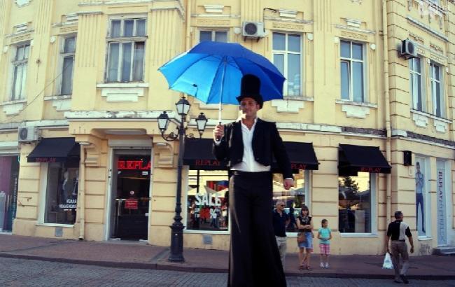 """""""Не только зрители должны идти к театрам"""": в Одессе прошел зрелищный карнавал (видео)"""