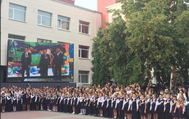 В Україні сьогодні відкрили 25 нових шкіл, - Порошенко