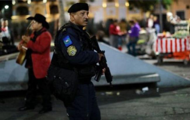 В Мексике вооруженные мужчины застрелили трех человек