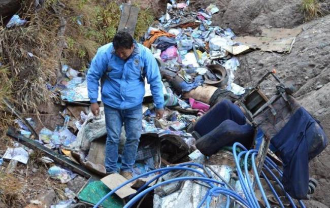 В Перу автобус упал в пропасть, погибли более 20 человек