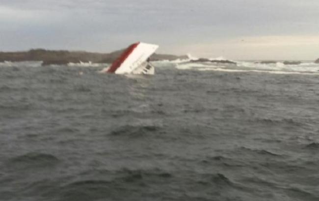Фото: в Индонезии спасли 39 пассажиров затонувшего судна