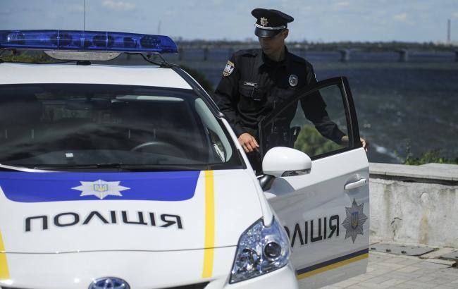Фото: в Киеве на Русановке патрульная машина врезалась в забор
