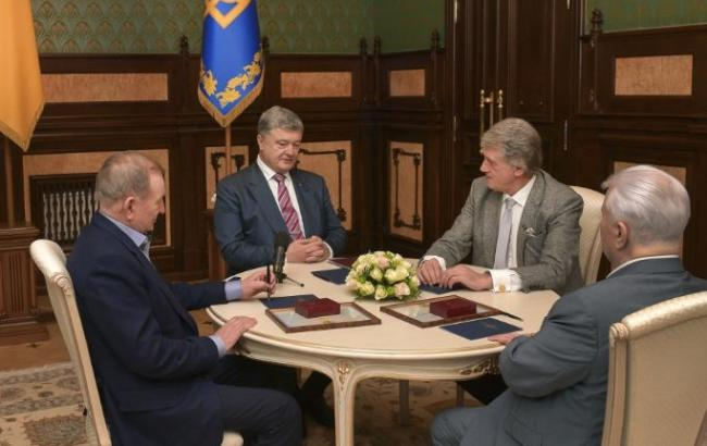 Порошенко провел встречу с экс-президентами Украины