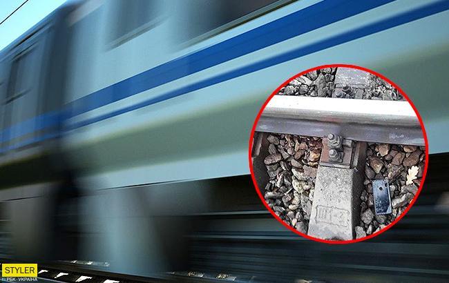 Не залишилося шансів на порятунок: у Київській області поїзд збив 17-річного хлопця