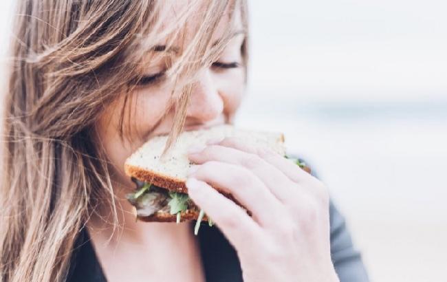 """Эксперты рассказали, чем """"заедать"""" стресс полезно"""
