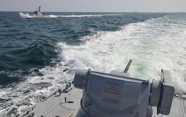 В Азовському морі російський прикордонний корабель протаранив буксир ВМС України