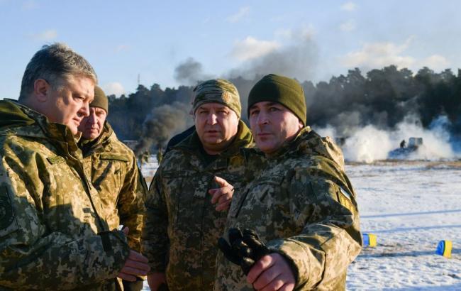 Порошенко: у першу чергу маємо тримати зброю напоготові у Донецькій і Запорізькій областях