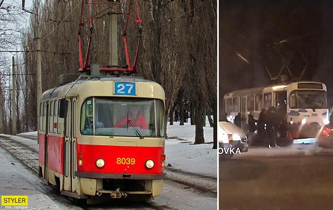 """В сети показали, как в Харькове пассажиры запустили трамвай """"с толкача"""""""