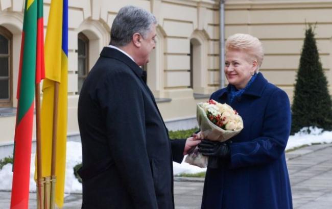 """Порошенко проводит встречу с президентом Литвы в формате """"тет-а-тет"""""""