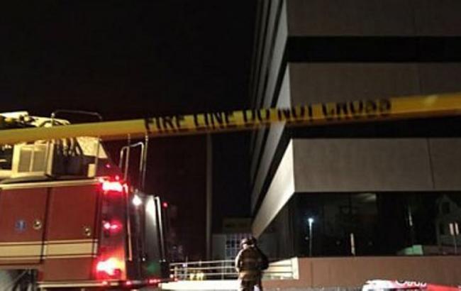 Фото: в США літак врізався в офісну будівлю