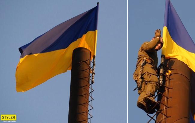 """""""Будет поднимать боевой дух"""": над Широкино взвился украинский флаг"""