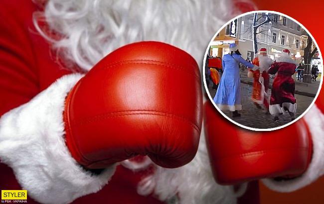 На глазах у детей: драка Дедов Морозов в Одессе попала на видео