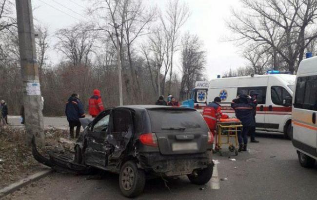В Донецкой области грузовик столкнулся с легковым автомобилем, есть погибшие