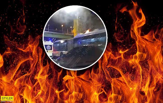 В Киеве пылал троллейбус с пассажирами (видео)