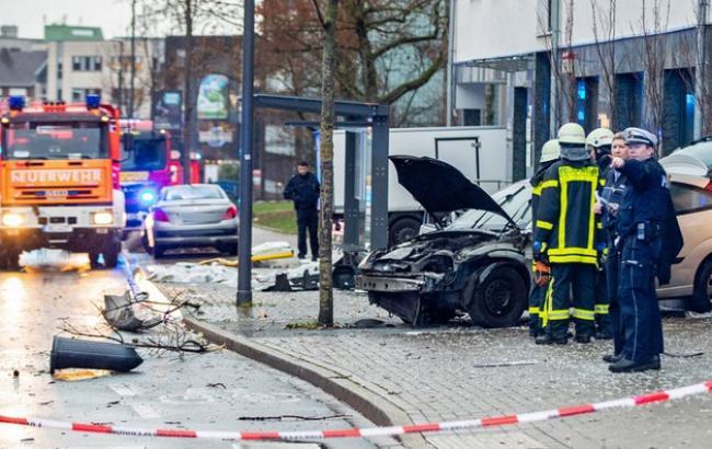 Вследствие наезда автомобиля на остановку в Реклингхаузене погиб человек