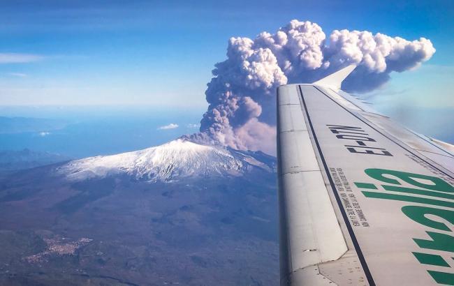 На Сицилії після виверження вулкана аеропорт відновив роботу