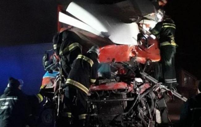 В Хмельницкой области грузовик въехал в кафе, есть погибшие