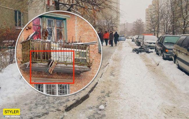 Обережно санки: у Києві на голову перехожим можуть впасти не тільки бурульки (фото)
