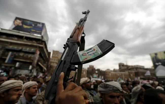 Фото: неизвестные напали на посольство Саудовской Аравии
