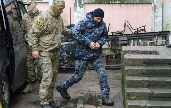 Суд в РФ залишив під арештом чотирьох українських моряків