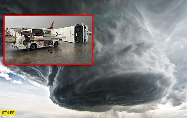 Черговий смерч у Анталії: потужне торнадо зносить все на своєму шляху (відео)