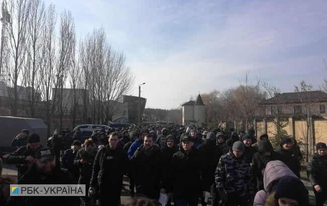 Під Києвом знову проходить акція біля будинку сім