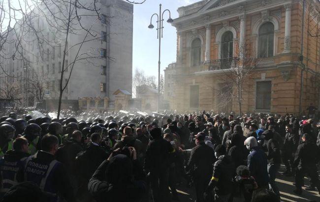 На акції націоналістів у Києві почалися сутички під Адміністрацією президента