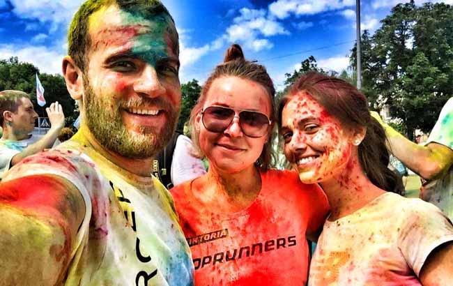Цветной забег в Киеве: участники делятся красочными фото в соцсетях