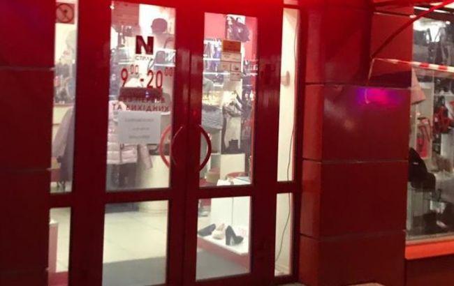 Під Києвом озброєні люди пограбували ювелірний магазин
