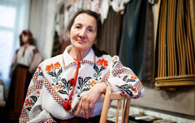 """У київському """"Гуллівері"""" відкрилася виставка стильних вишиванок"""