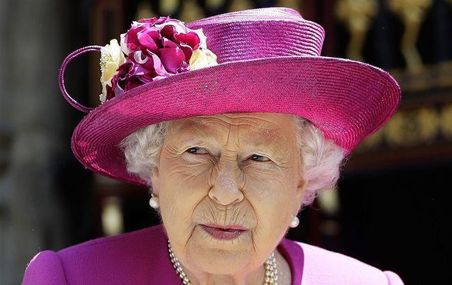 Елизавета II подшутила над внешним видом внука: что произошло