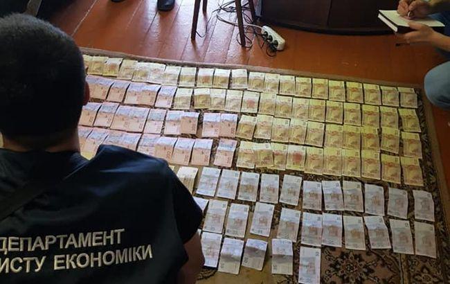"""Командира КПВВ """"Новотроїцьке"""" затримали за вимагання хабарів"""