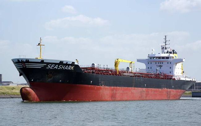 В Україну повернулися п'ять моряків із затриманого в Єгипті танкера