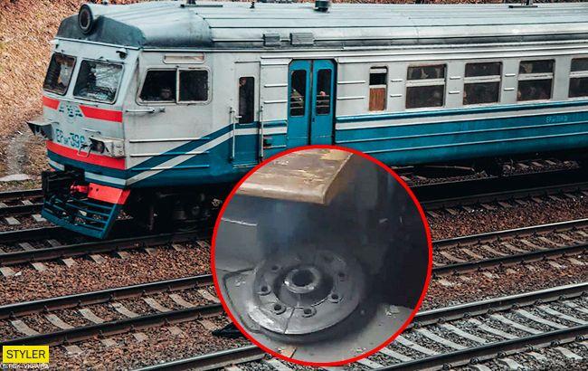 НП в Харкові: колесо від електрички влетіло в салон з пасажирами