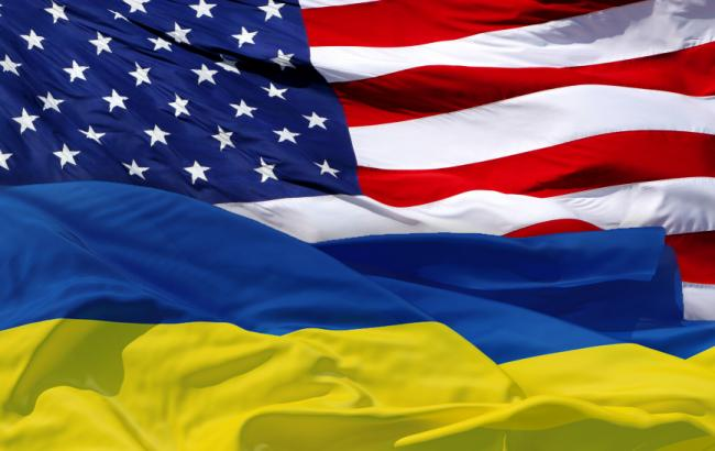 Фото: флаги США и Украины