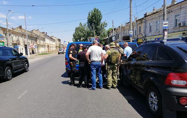 ВИДЕО: В Одессе захватили заложников