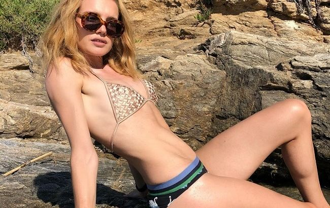 Одна на пляже: Наталья Водянова наслаждается отпуском в Испании без мужа и детей