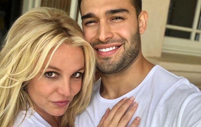 Они прекрасны! Бритни Спирс впервые вышла в свет с 25-летним возлюбленным