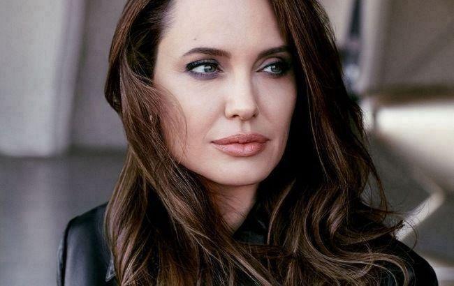 Сказочно красива: Анджелина Джоли в образе роскошной блондинки покорила сеть