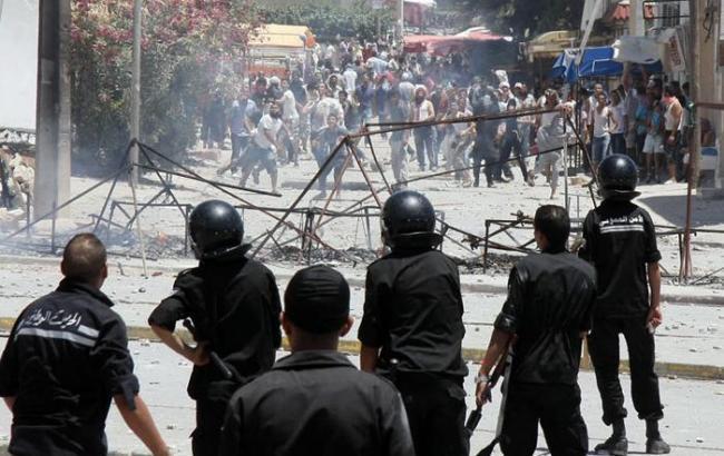 Фото: беспорядки в Тунисе