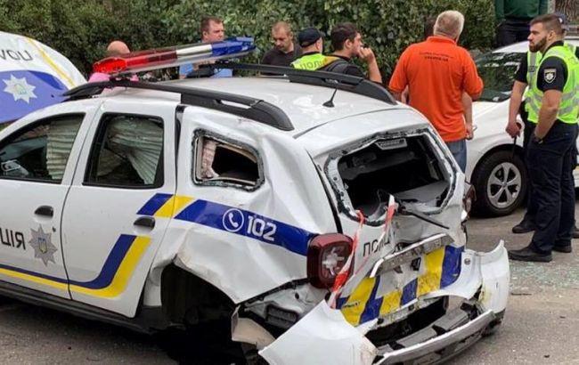 В Киеве из-за ДТП перевернулась патрульная машина, есть пострадавшие